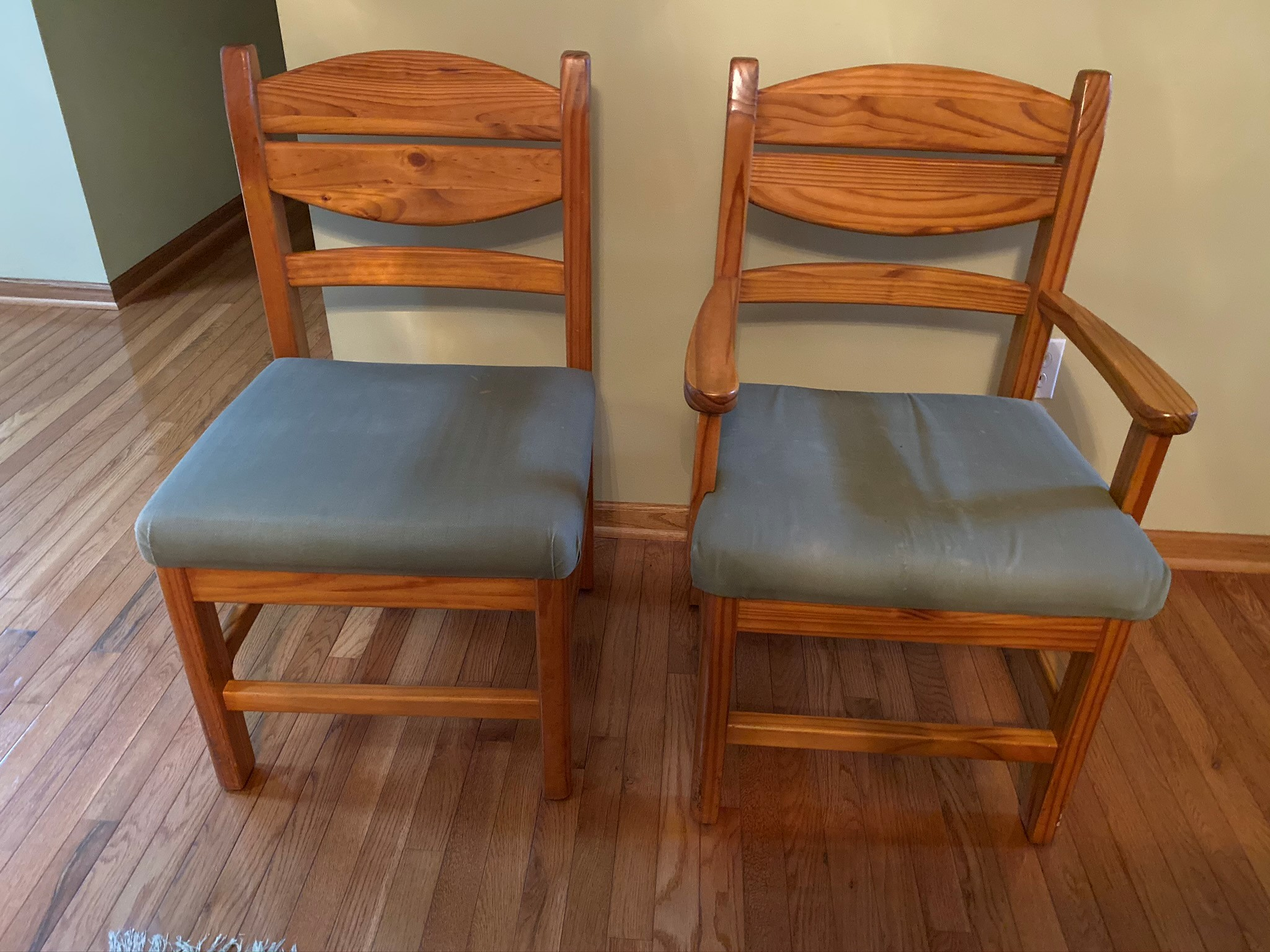WoodsEND Dining Room Chairs